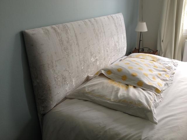 Création d'une tête de lit, à Lille, tssu velours blanc Chivasso