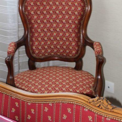 Changement de tissu pour un lit corbeille, à Lille, tissu casal, clou doré vieilli